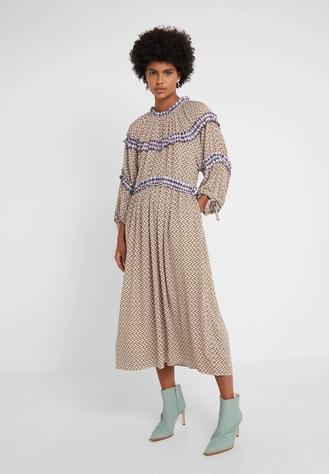 MIRIELLA - Sukienka letnia - bronze/dahlia print