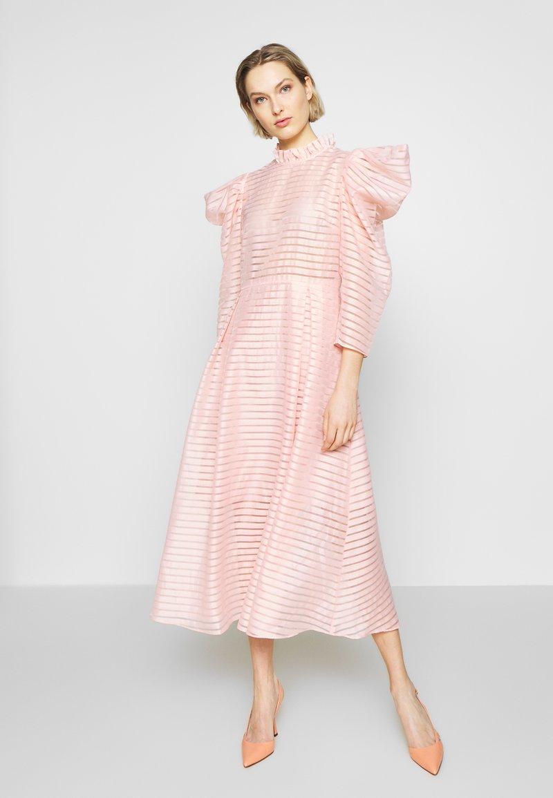 Hofmann Copenhagen - CARLI - Koktejlové šaty/ šaty na párty - pink paradise