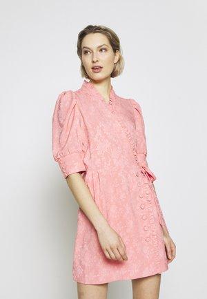 CAMILLE - Koktejlové šaty/ šaty na párty - vivid pink