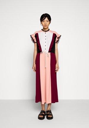 MAGRITTE - Sukienka koszulowa - wild berry