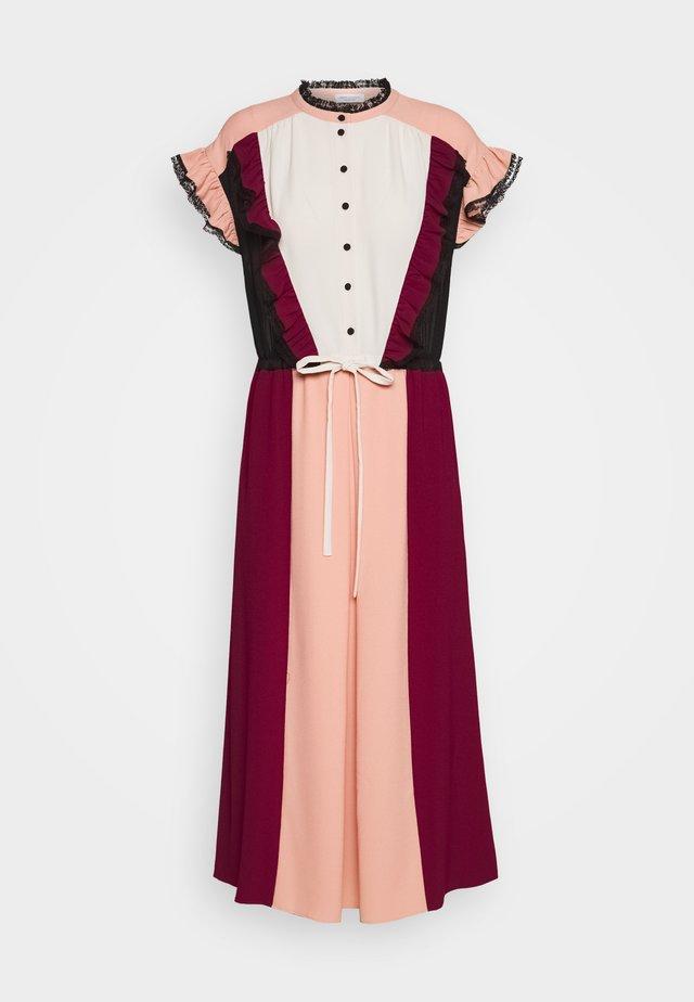 MAGRITTE - Shirt dress - wild berry