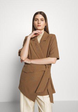 MATILDA - Krótki płaszcz - desert