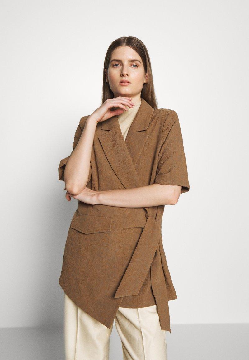 Hofmann Copenhagen - MATILDA - Short coat - desert