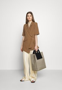 Hofmann Copenhagen - MATILDA - Short coat - desert - 1