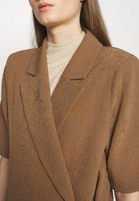 Hofmann Copenhagen - MATILDA - Short coat - desert - 5
