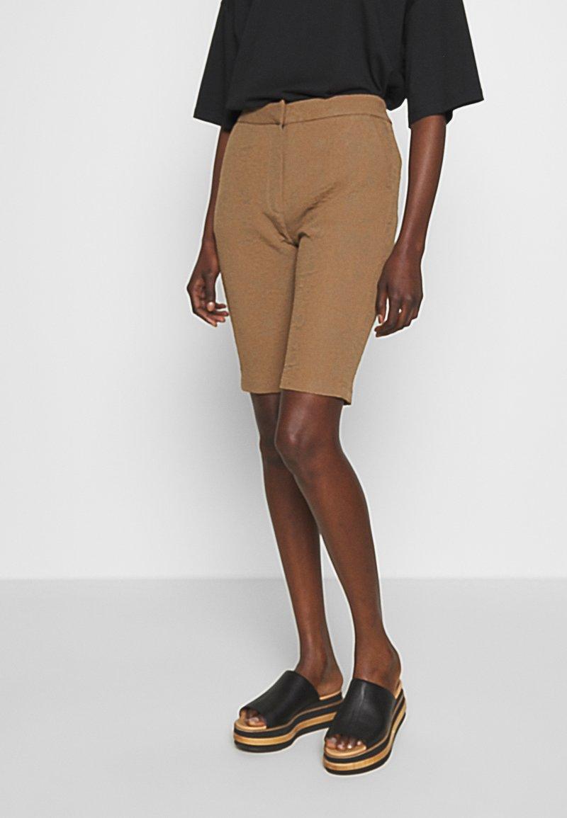 Hofmann Copenhagen - RIANNE - Shorts - desert