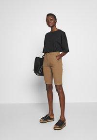 Hofmann Copenhagen - RIANNE - Shorts - desert - 1