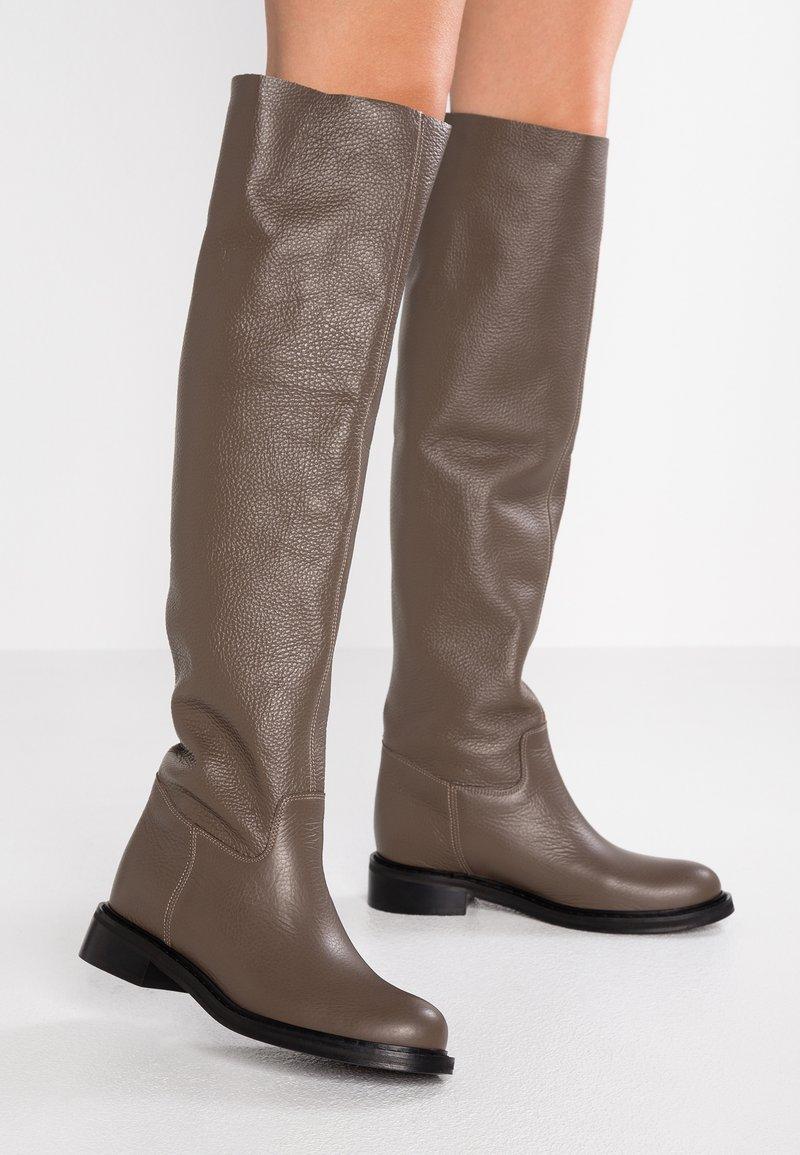 L37 - MR JONES MAX - Høye støvler - brown