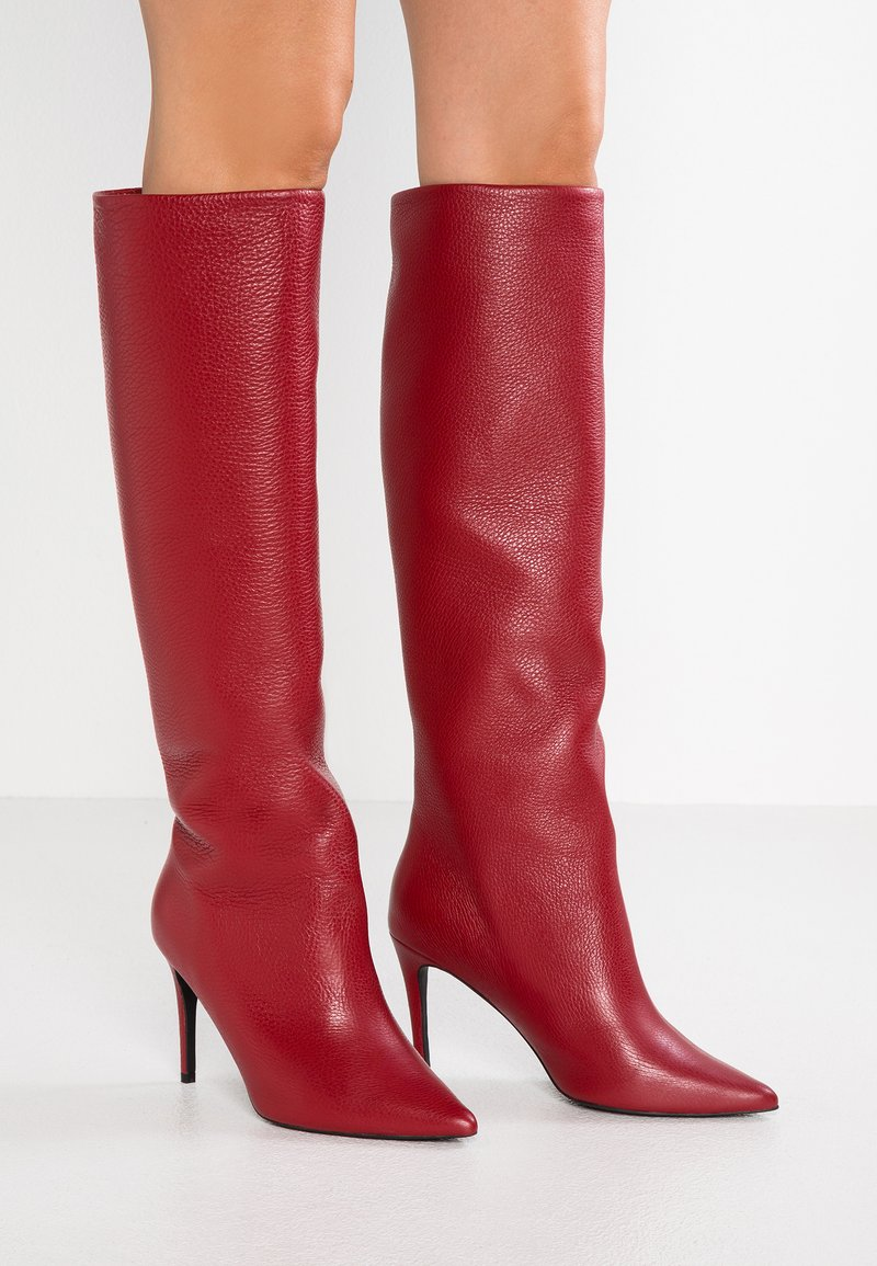 L37 - RUNWAY - High heeled boots - red