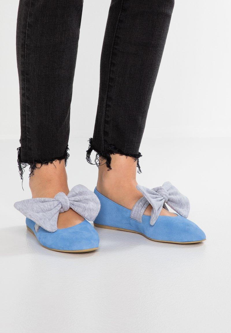 L37 - PRINCESSES RULE - Ballerinat nilkkaremmillä - blue