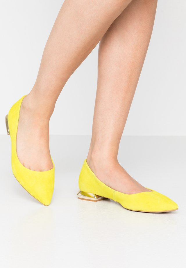 BE HERE - Klassischer  Ballerina - yellow