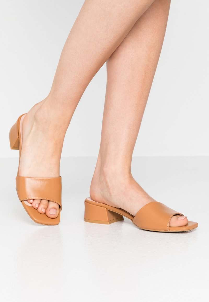 L37 - HAVANA - Mules - brown