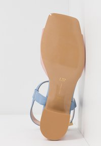 L37 - OLD TOWN ROAD - Sandals - blue/pink - 6