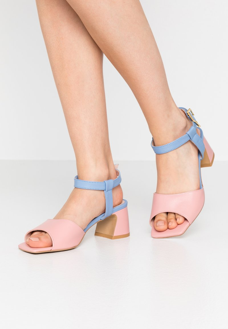 L37 - OLD TOWN ROAD - Sandals - blue/pink