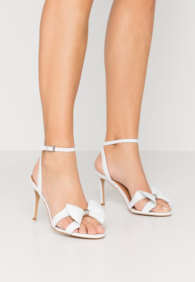 SUMMER WINE - High Heel Sandalette - white