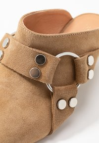 L37 - ON & ON - Heeled mules - brown - 2