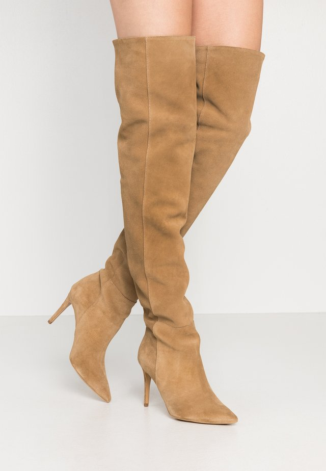 A LITTLE BIT LONGER - High heeled boots - brown