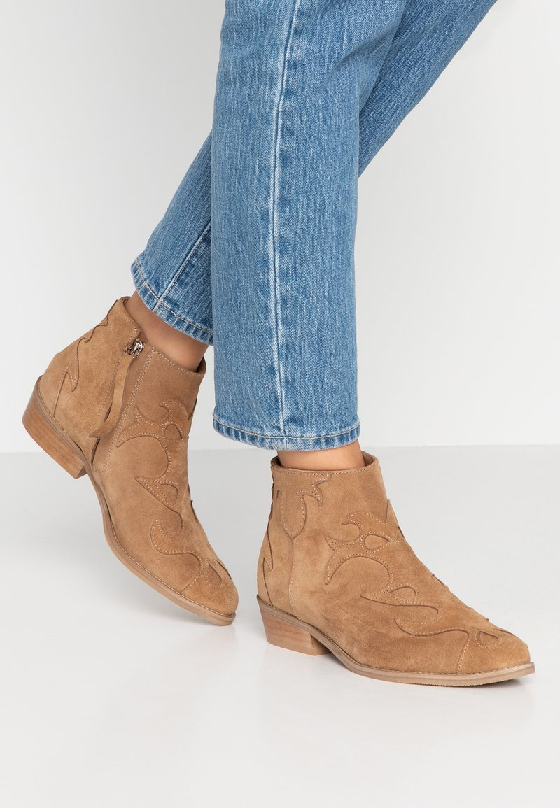 L37 - ONE OF US - Ankle boots - tan