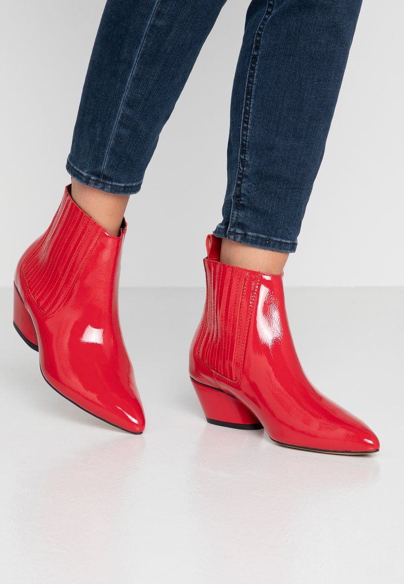 L37 - FREE BIRD - Cowboy/biker ankle boot - red
