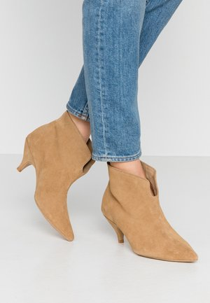 MAKE YOUR MOVE - Ankle boots - beige