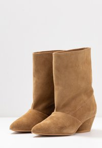 L37 - BRING THE NOISE - Classic ankle boots - beige - 4