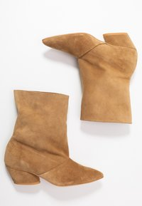 L37 - BRING THE NOISE - Classic ankle boots - beige - 3