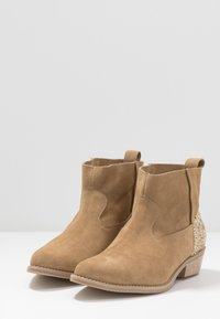 L37 - ANYWHERE WE GO - Boots à talons - beige - 4