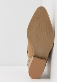 L37 - ANYWHERE WE GO - Ankle boots - beige - 6
