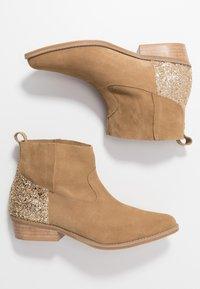 L37 - ANYWHERE WE GO - Boots à talons - beige - 3