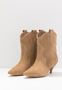 L37 - REACH OUT MORE - Cowboy/biker ankle boot - brown - 4