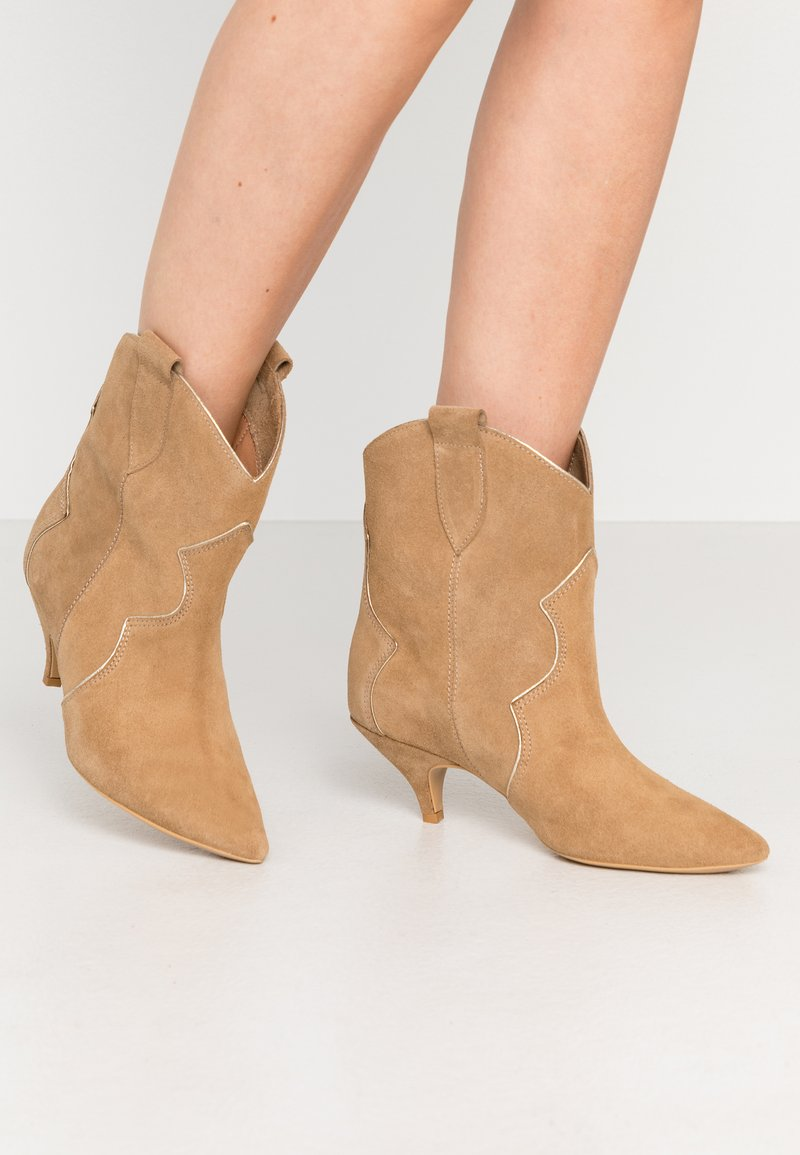 L37 - REACH OUT MORE - Cowboy/biker ankle boot - brown