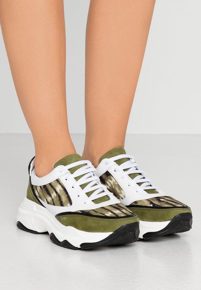 Sneakers - matcha