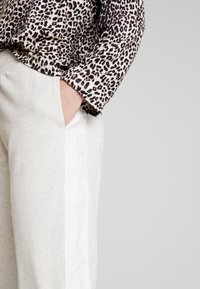 10DAYS - JOGGER - Pantalon de survêtement - soft white melee - 3