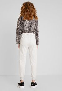 10DAYS - JOGGER - Pantalon de survêtement - soft white melee - 2