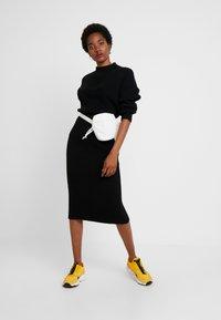 10DAYS - SKIRT - Pouzdrová sukně - black - 1