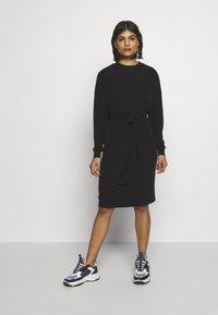 10DAYS - BELTED DRESS - Jerseykleid - black - 1