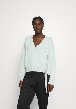 V-NECK SWEATER - Jumper - blue surf