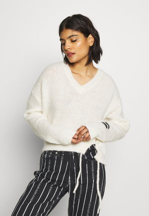 V-NECK SWEATER - Jumper - ecru