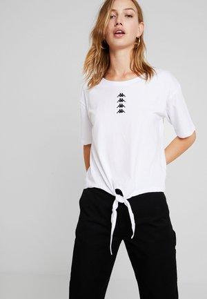 VINKE - T-shirt med print - white