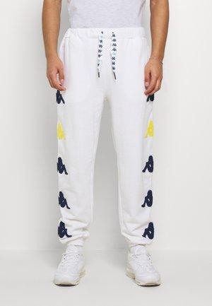 AUTHENTIC SAND CRUMB - Spodnie treningowe - white/blue/yellow