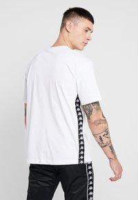 Kappa - VAMPIR - T-shirt med print - white - 2