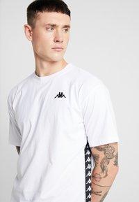 Kappa - VAMPIR - T-shirt med print - white - 4