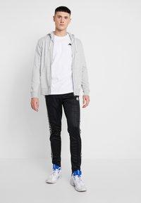 Kappa - VAMPIR - T-shirt med print - white - 1