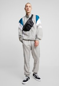 Kappa - FINNEGAN - Trainingsvest - flint gray
