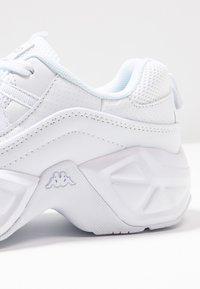 Kappa - VALUES - Træningssko - white - 5
