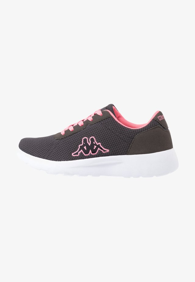 TUNES - Scarpe da fitness - grey/flamingo