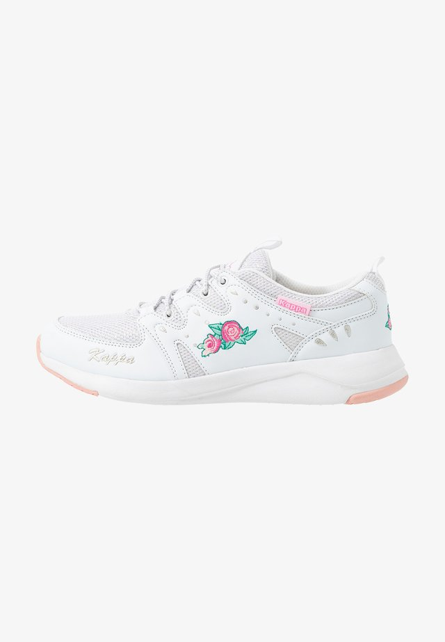 LORETTO - Trainings-/Fitnessschuh - white/pink