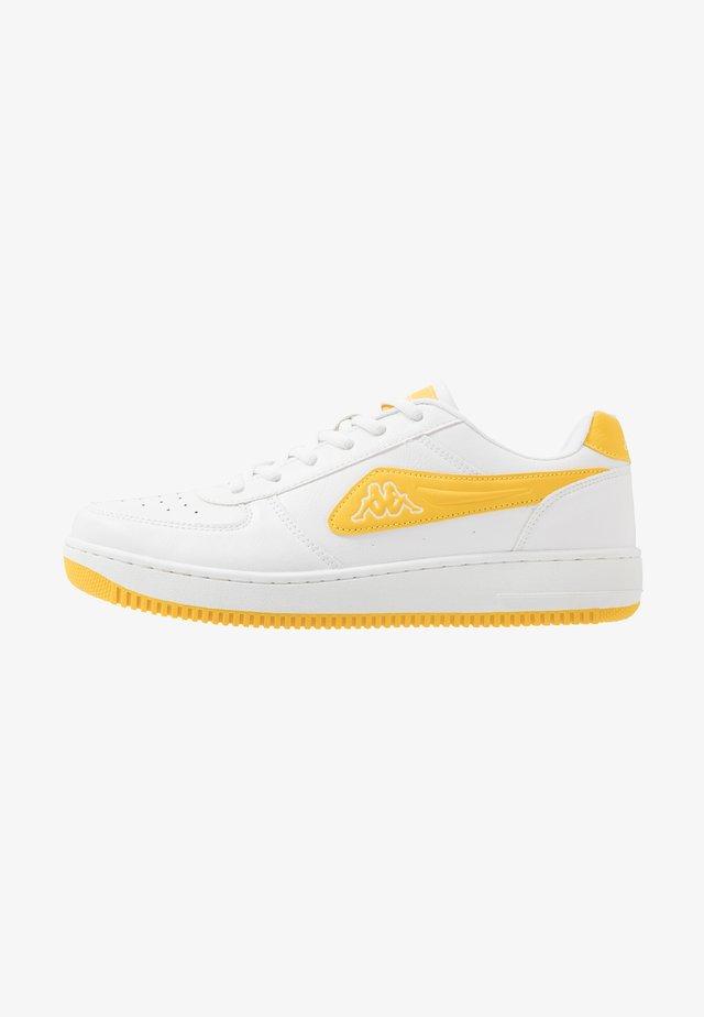 BASH - Obuwie treningowe - white/yellow