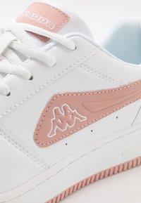 Kappa - BASH - Sports shoes - white/darkrosé - 5