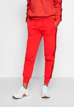 GEELKE - Tracksuit bottoms - poppy red